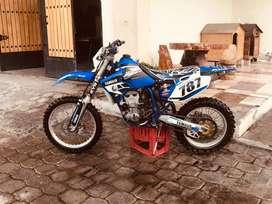 Moto Yamaha wr 400 de enduro  completamente restaurada