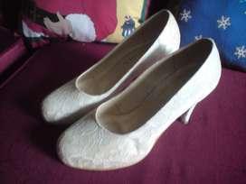 Zapato para boda con encaje talla 6
