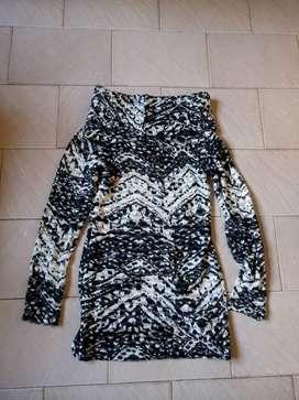 Sweater largo con cuello ancho talle S