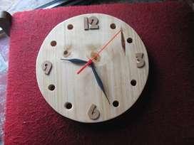vendo reloj de pared artesanal fabricado en pino