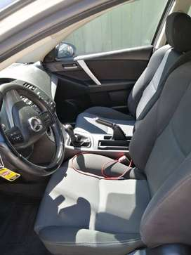Mazda 3 en perfectas condiciones, aire acondicionado, techo,color gris año 2011, equipamiento full