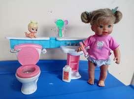 Bebe se lava los dientes y hace chichi habla.