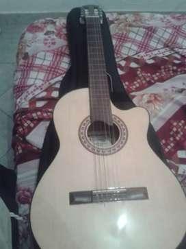 Vendo guitarra electroacustica con ecualizador incorporado. Marca gracia