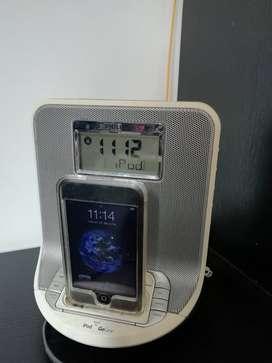 iPod Touch Primera generación 8GB+ Parlante Phillips+trasmisor FM