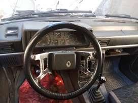 Vendo Renault 9 modelo 91, papeles al día, vidrios eléctricos, bloqueo central,batería nueva.
