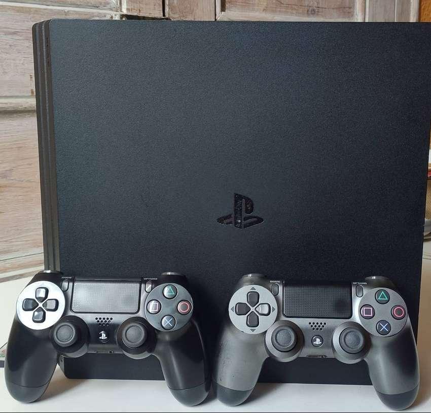 Playstation 4 PRO 0