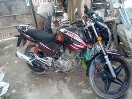Vendo moto semi nueva