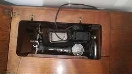 Antigua calculadora ADDIATOR duplex suma y resta, y máquina de coser antigua con motor marca SINGER