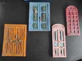 Colección de puertas antiguas pequeñas