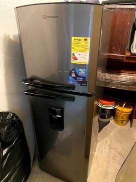 Nevera Centrales con dispensador de agua 230Lts vendo o cambio