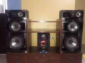 Vendo equipo de sonido, televisor, mueble de cedro y blue ray