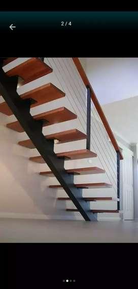 Escaleras metálicas con pasos en madera