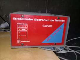 Estabilizador electronico de tension ebek 500 w ( usado funcionamdo)