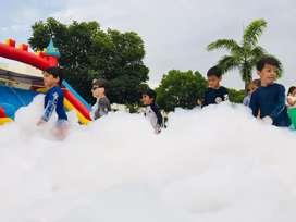 Tobogan inflable y cañón de  espuma, salta salta