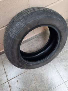 Neumático Pirelli P1 195/60 R15 usado