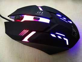 Mouse USB gamer.