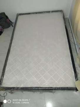 Base cama semidoble casi nueva