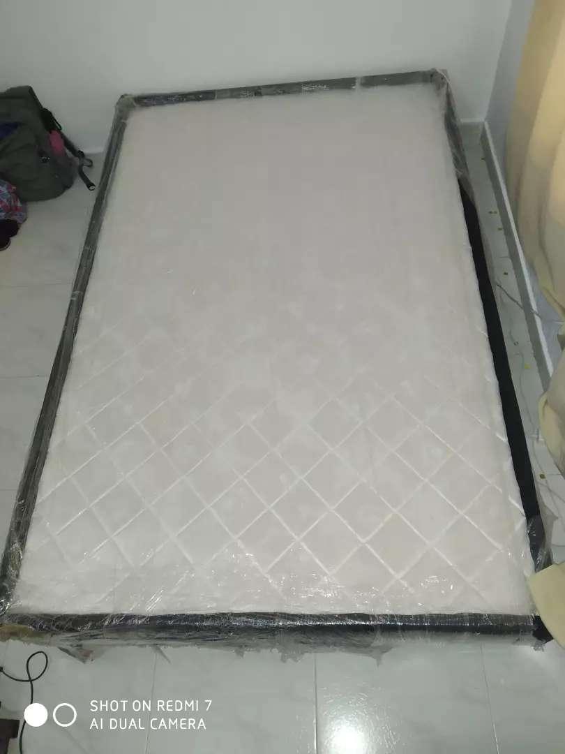 Base cama semidoble casi nueva 0