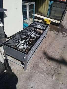 Estufas industriales tres puestos dobles; ideal cocinar almuerzos y alimentos en cantidad.