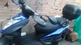 moto en perfectas condicioes llantas nuevas papeles a el dia