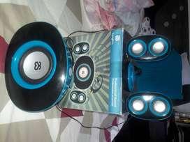 Reproductor y amplificador de sonido con entrada usb