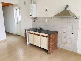 Casa un dormitorio con un patio interno entrada individual