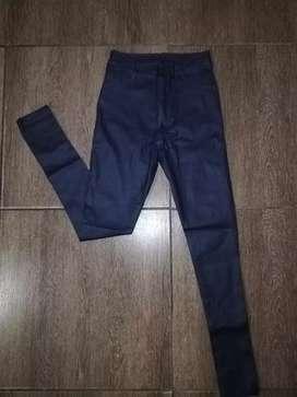 Pantalón engomado