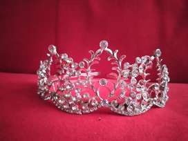 Corona o Tiara plateada