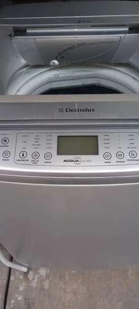 Lavadora ELECTROLUX 30lb digital USADA