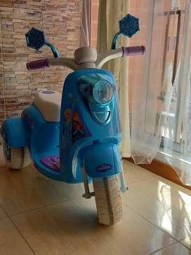 Vendo moto electrica para niña.