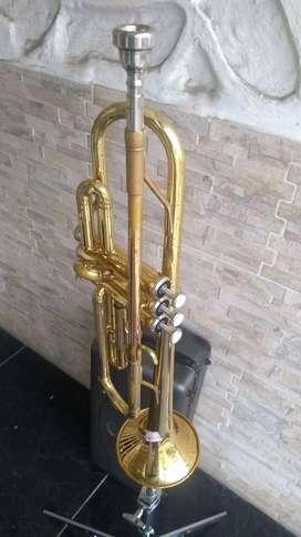 Trompeta Yamaha YTR1335 con estuche y boquilla usada
