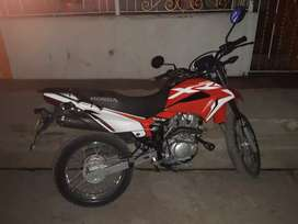 Vendo moto XR150L cómo nuevecita.