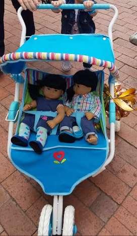 Se venden gemelos american girls y coche Bitty baby american girls