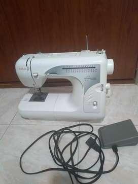 Maquina de coser singer familiar