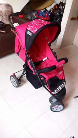 Vendo hermoso coche paseador moderno para niña poco uso
