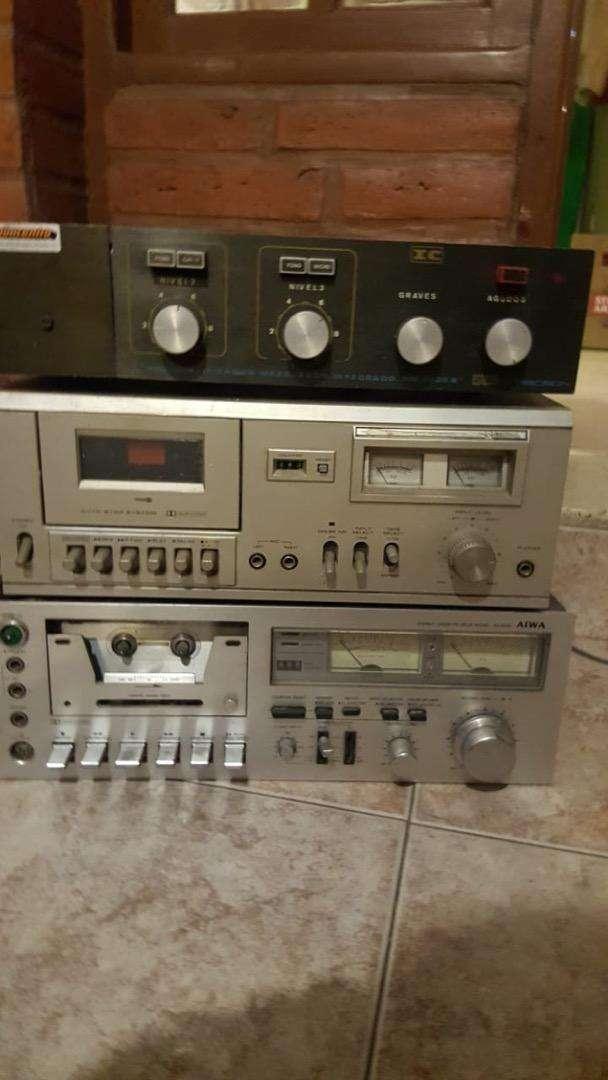 Equipos audio vintage   Reproductores de casette y mezcladora preamplificadora funcionando 0