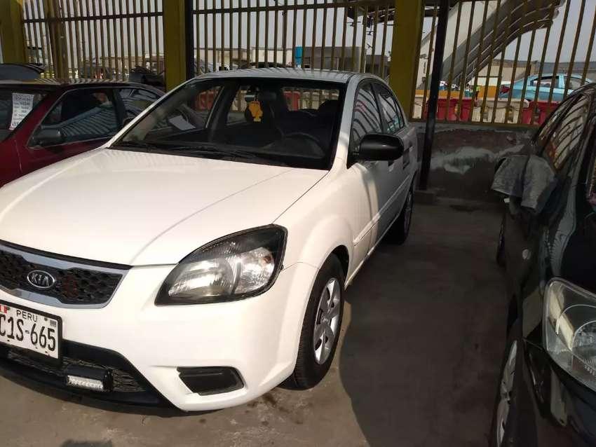 Kia Río 2010 modelo 2011 0