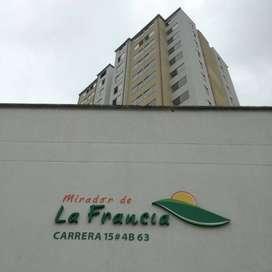 Lindo apartamento cerca al centro de la ciudad, colegios, clínicas, comercio y transporte público en conjunto cerrado.