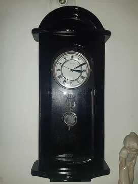 Reloj de pared tipo antiguo