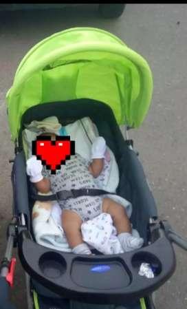 Vendo coche y Andador de bebé.