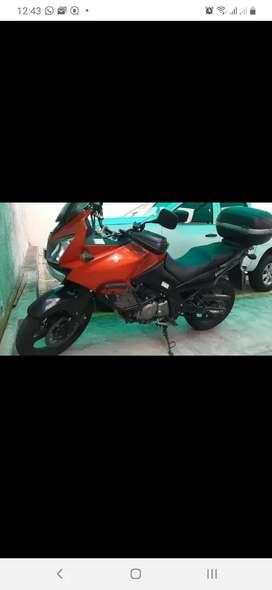 Vendo Hermosa suzuki Vstrom 650cc poco uso