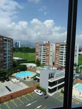 ALQUILO HERMOSO APARTAMENTO, 3er. Piso con ascensor, ventilado, iluminado. Detrás de la 14 del Valle del Lili.