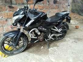 Moto pulsar 200 ns color negro
