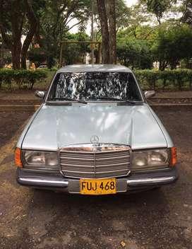 Vende en buen estado Mercedez modelo 1982