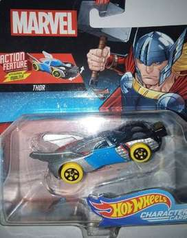 Oferta Autito metal Hot Wheels Mattel Thor con maza que se mueve