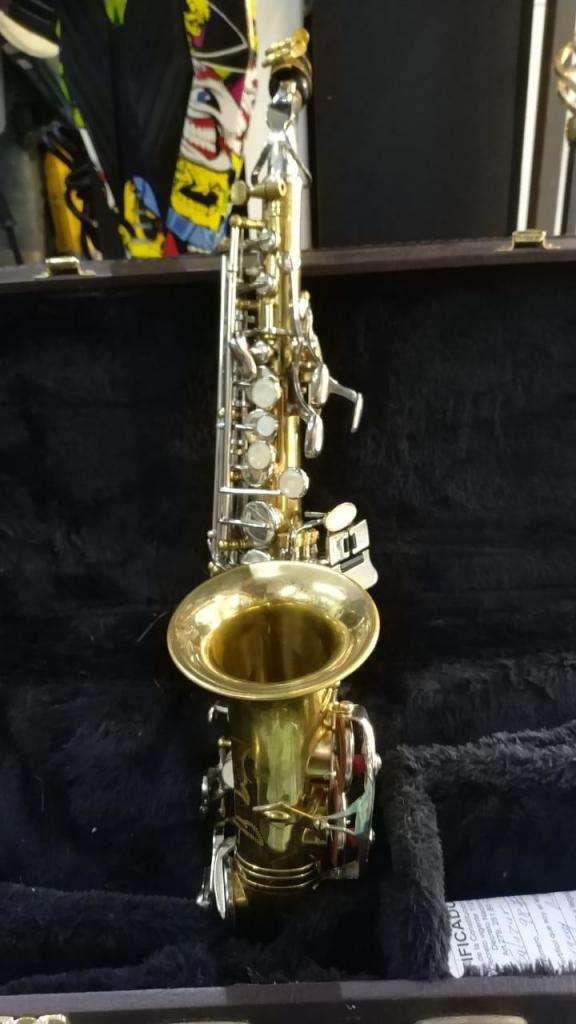Saxofón borgani Italiano en excelentes condiciones 0