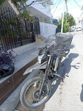 Motivo viaje vendo moto AKT TT125 como nueva