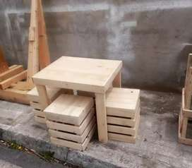 Se fabrica mesas en pales y casitas de perros