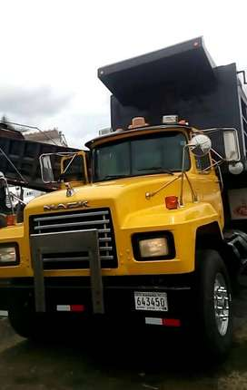 Camion Volquete Mack RD