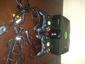 Se vende Xbox clásico en excelente estado casi no se a usado. Permanece guardado